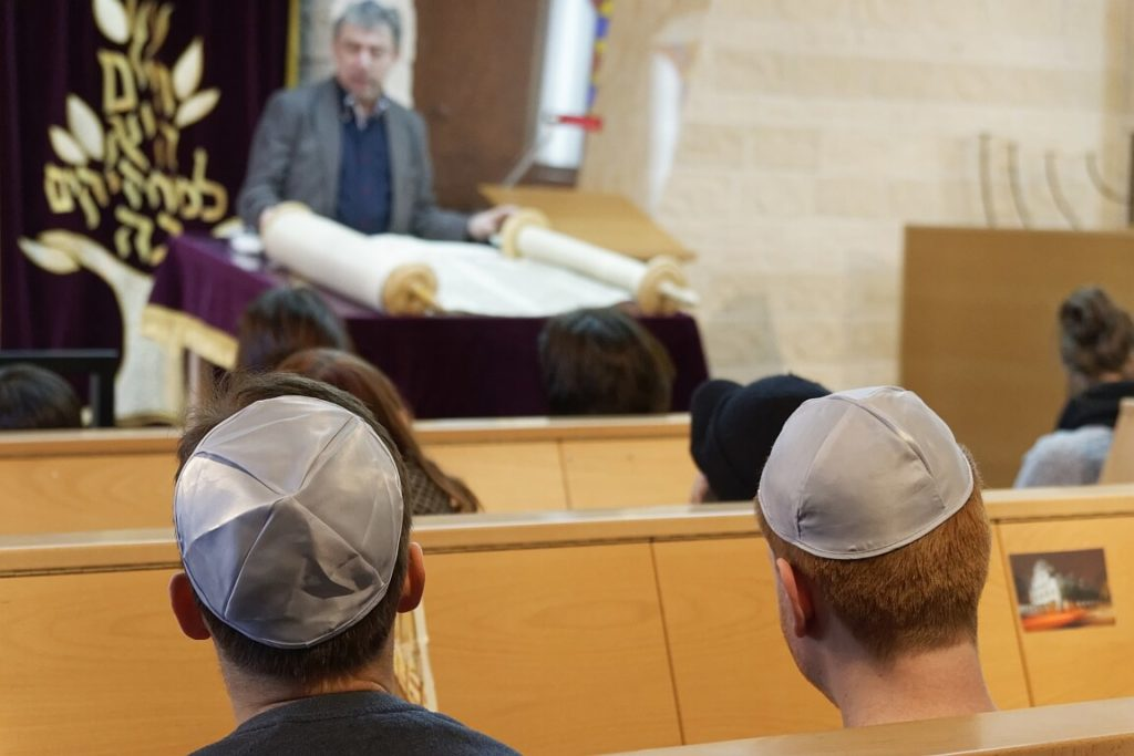 Mit Kippa in der Synagoge Rostock