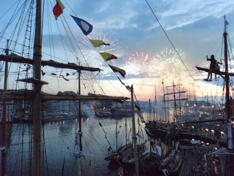 Feuerwerk in Bergen vom Segelschiff