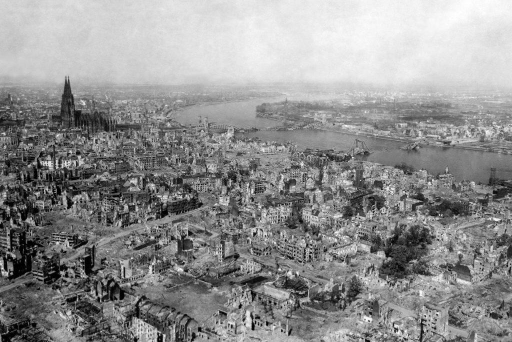Köln wurde im 2. Weltkrieg stark zerstört.