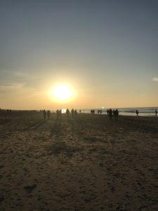 Sonnenuntergang an einem Nordeseestrand in der Nähe von Den Haag